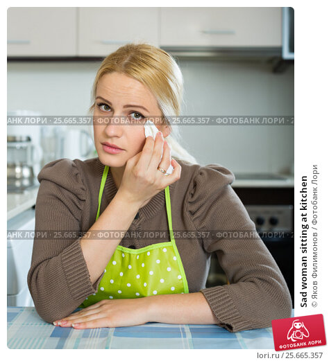 Купить «Sad woman sitting at kitchen», фото № 25665357, снято 31 марта 2020 г. (c) Яков Филимонов / Фотобанк Лори