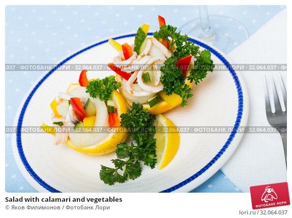 Salad with calamari and vegetables. Стоковое фото, фотограф Яков Филимонов / Фотобанк Лори