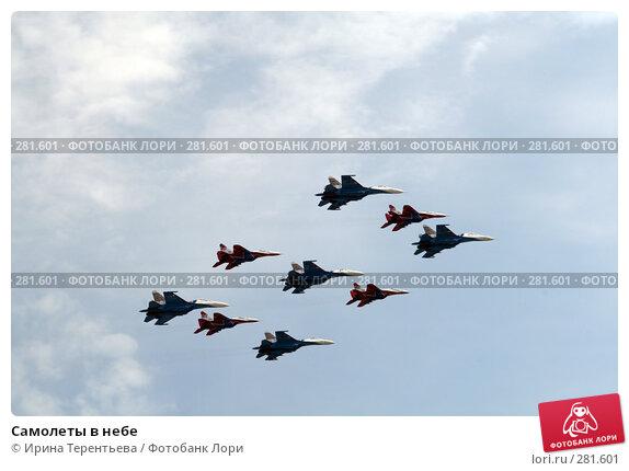 Самолеты в небе, эксклюзивное фото № 281601, снято 9 мая 2008 г. (c) Ирина Терентьева / Фотобанк Лори