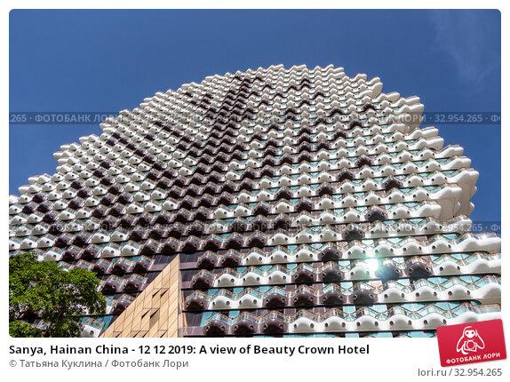 Sanya, Hainan China - 12 12 2019: A view of Beauty Crown Hotel. Редакционное фото, фотограф Татьяна Куклина / Фотобанк Лори