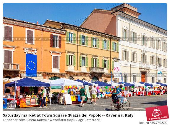 Saturday market at Town Square (Piazza del Popolo) - Ravenna, Italy. Стоковое фото, фотограф Zoonar.com/Laszlo Konya / age Fotostock / Фотобанк Лори