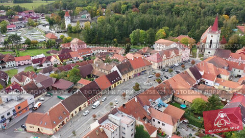 Scenic view from drone of ancient Blatna downtown with reddish roofs of houses, gothic Bell Tower and Water castle, Strakonice district, Czech Republic. Стоковое видео, видеограф Яков Филимонов / Фотобанк Лори