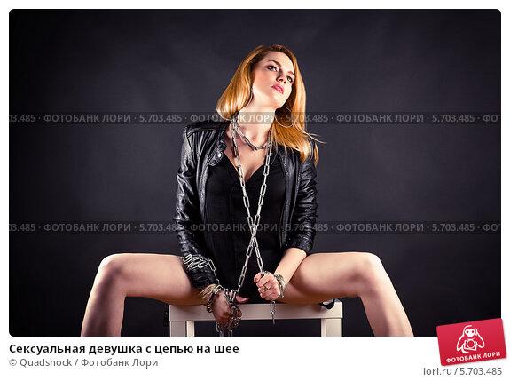 Фото светловолосой девушки в сексуальной одежде