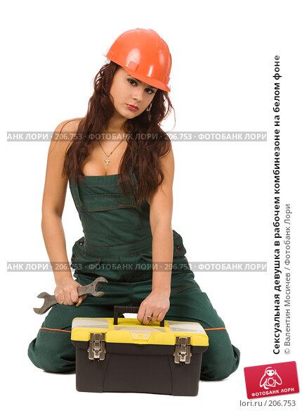 Сексуальная девушка в рабочем комбинезоне на белом фоне, фото № 206753, снято 17 февраля 2008 г. (c) Валентин Мосичев / Фотобанк Лори