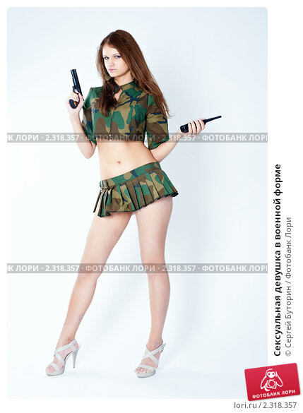 Сексуальные девушки в форме военного