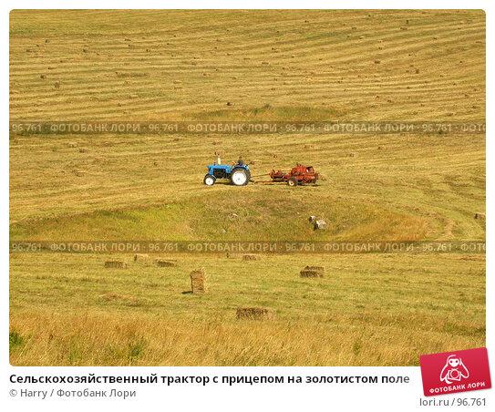 Сельскохозяйственный трактор с прицепом на золотистом поле, фото № 96761, снято 24 августа 2007 г. (c) Harry / Фотобанк Лори