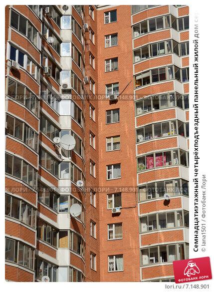Купить «Семнадцатиэтажный четырёхподъездный панельный жилой дом серии П-44Т. Челобитьевское шоссе, 10, корпус 2. 1-й микрорайон района Северный. Москва», эксклюзивное фото № 7148901, снято 18 марта 2015 г. (c) lana1501 / Фотобанк Лори