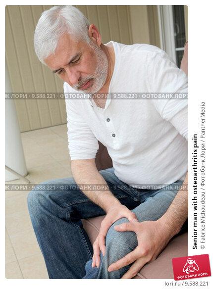 Купить «Senior man with osteoarthritis pain», фото № 9588221, снято 20 февраля 2019 г. (c) PantherMedia / Фотобанк Лори