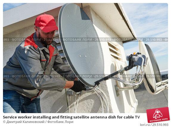 Купить «Service worker installing and fitting satellite antenna dish for cable TV», фото № 29510993, снято 15 октября 2018 г. (c) Дмитрий Калиновский / Фотобанк Лори