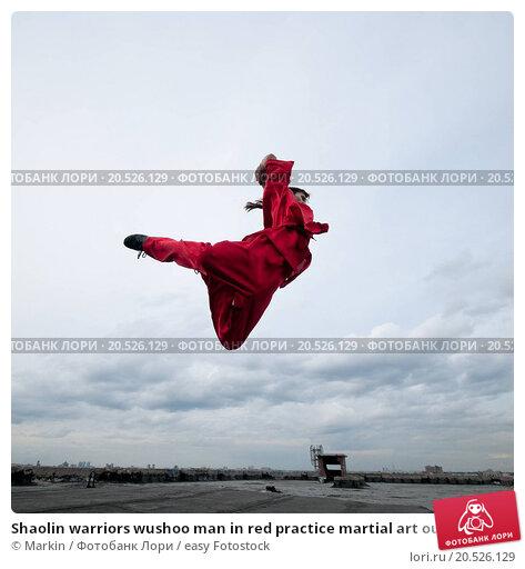 Купить «Shaolin warriors wushoo man in red practice martial art outdoor. Kung fu», фото № 20526129, снято 10 августа 2011 г. (c) easy Fotostock / Фотобанк Лори