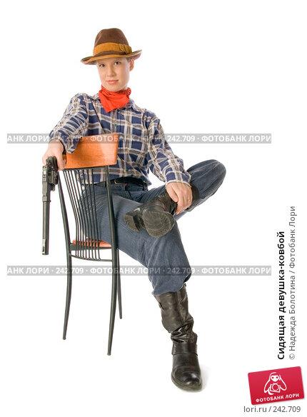 Сидящая девушка-ковбой, фото № 242709, снято 22 октября 2016 г. (c) Надежда Болотина / Фотобанк Лори