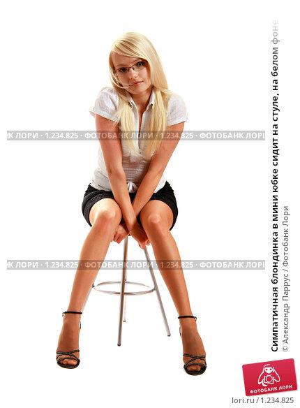 Фото в мини юбке на стуле фото 2-627