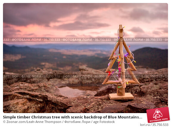 Simple timber Christmas tree with scenic backdrop of Blue Mountains... Стоковое фото, фотограф Zoonar.com/Leah-Anne Thompson / age Fotostock / Фотобанк Лори