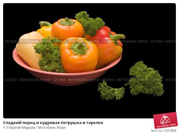 Сладкий перец и кудрявая петрушка в тарелке, фото № 127853, снято 30 августа 2006 г. (c) Георгий Марков / Фотобанк Лори