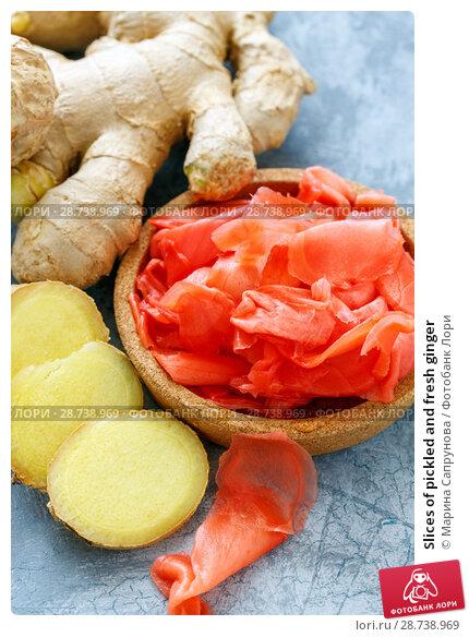 Купить «Slices of pickled and fresh ginger», фото № 28738969, снято 9 июля 2018 г. (c) Марина Сапрунова / Фотобанк Лори