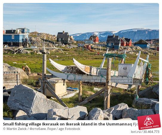Small fishing village Ikerasak on Ikerask island in the Uummannaq Fjord System. America, North America, Greenland, Uummannaq. Стоковое фото, фотограф Martin Zwick / age Fotostock / Фотобанк Лори