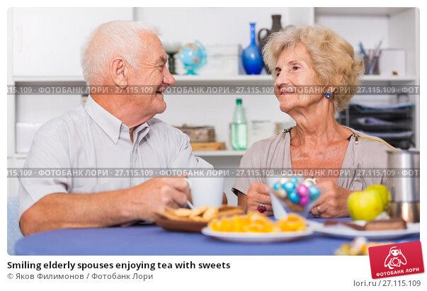 Купить «Smiling elderly spouses enjoying tea with sweets», фото № 27115109, снято 28 августа 2017 г. (c) Яков Филимонов / Фотобанк Лори
