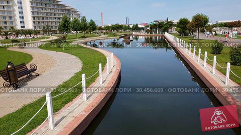 Sochi, Russia - May 31. 2018 Pond in three-star hotel Sochi Park (2019 год). Редакционное видео, видеограф Володина Ольга / Фотобанк Лори