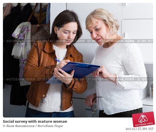 Купить «Social survey with mature woman», фото № 27391157, снято 14 ноября 2017 г. (c) Яков Филимонов / Фотобанк Лори