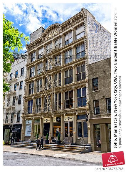 Купить «Soho, Manhattan, New York City, USA. Two Unidentifiable Women Strolling on West Broadway Past a Cast Iron Building.», фото № 28737765, снято 4 июня 2018 г. (c) age Fotostock / Фотобанк Лори