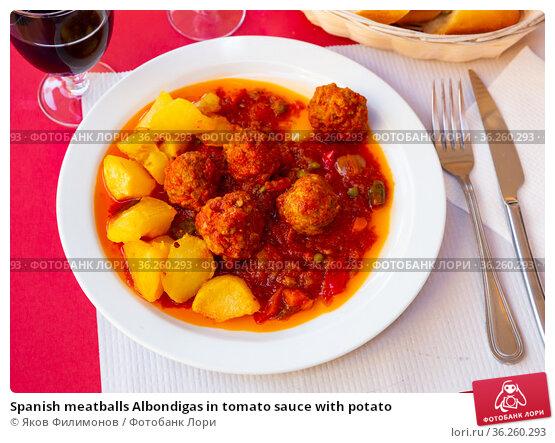 Spanish meatballs Albondigas in tomato sauce with potato. Стоковое фото, фотограф Яков Филимонов / Фотобанк Лори