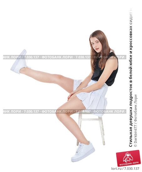 Фото под юбкой когда сидят девушки фото 753-487
