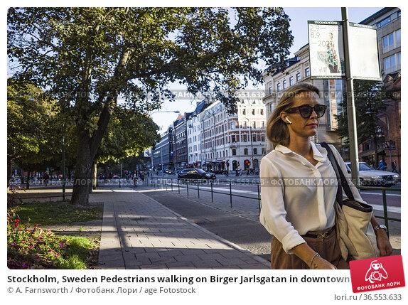 Stockholm, Sweden Pedestrians walking on Birger Jarlsgatan in downtown... Редакционное фото, фотограф A. Farnsworth / age Fotostock / Фотобанк Лори