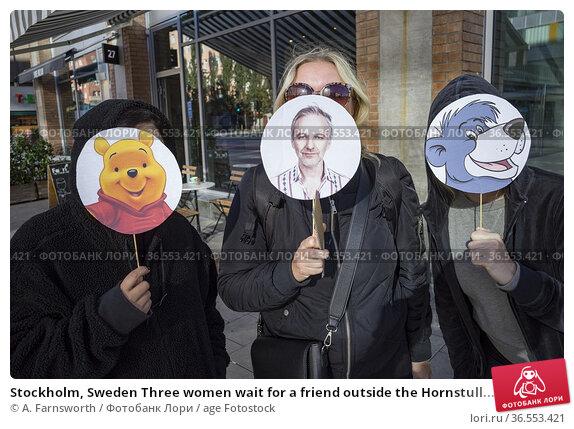 Stockholm, Sweden Three women wait for a friend outside the Hornstull... Редакционное фото, фотограф A. Farnsworth / age Fotostock / Фотобанк Лори