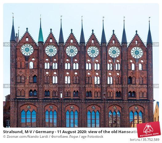Stralsund, M-V / Germany - 11 August 2020: view of the old Hanseatic... Стоковое фото, фотограф Zoonar.com/Nando Lardi / age Fotostock / Фотобанк Лори