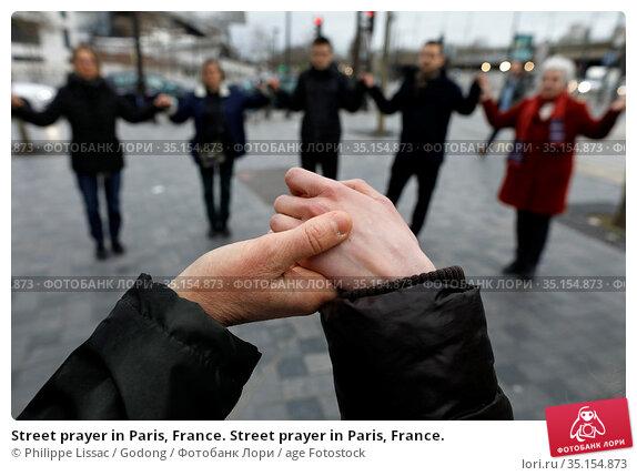 Street prayer in Paris, France. Street prayer in Paris, France. Стоковое фото, фотограф Philippe Lissac / Godong / age Fotostock / Фотобанк Лори