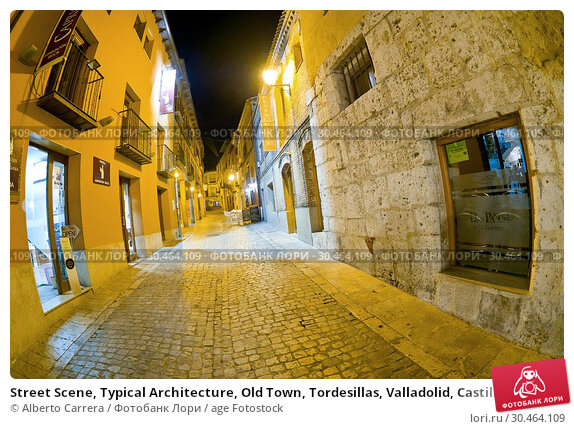 Street Scene, Typical Architecture, Old Town, Tordesillas, Valladolid, Castilla y León, Spain, Europe. Стоковое фото, фотограф Alberto Carrera / age Fotostock / Фотобанк Лори