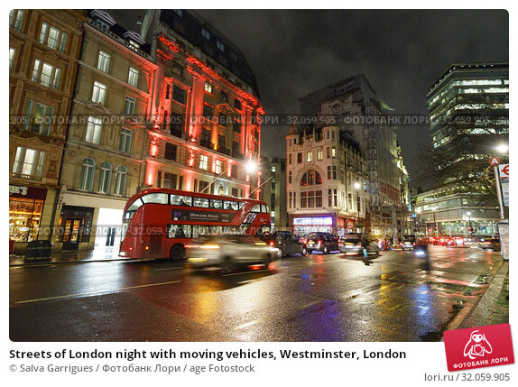 Streets of London night with moving vehicles, Westminster, London. Стоковое фото, фотограф Salva Garrigues / age Fotostock / Фотобанк Лори