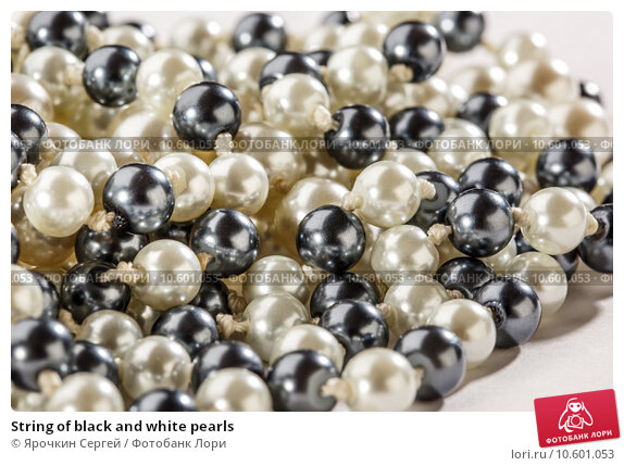String of black and white pearls. Стоковое фото, фотограф Ярочкин Сергей / Фотобанк Лори