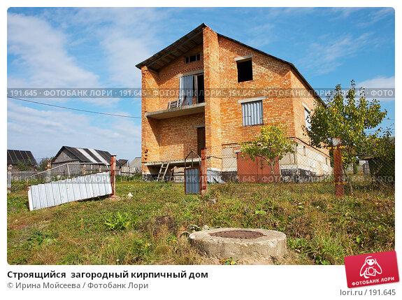 Строящийся  загородный кирпичный дом, фото № 191645, снято 26 сентября 2007 г. (c) Ирина Мойсеева / Фотобанк Лори