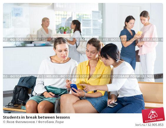 Students in break between lessons. Стоковое фото, фотограф Яков Филимонов / Фотобанк Лори