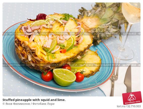 Купить «Stuffed pineapple with squid and lime.», фото № 32710933, снято 5 апреля 2020 г. (c) Яков Филимонов / Фотобанк Лори