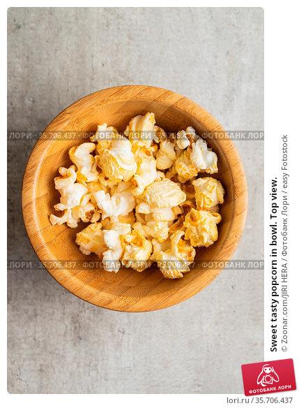 Sweet tasty popcorn in bowl. Top view. Стоковое фото, фотограф Zoonar.com/JIRI HERA / easy Fotostock / Фотобанк Лори