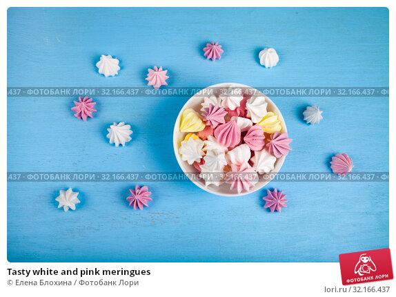 Купить «Tasty white and pink meringues», фото № 32166437, снято 21 августа 2019 г. (c) Елена Блохина / Фотобанк Лори