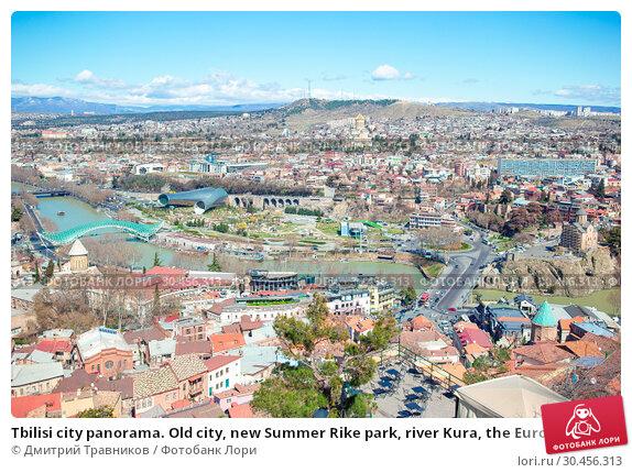 Tbilisi city panorama. Old city, new Summer Rike park, river Kura, the European Square and the Bridge of Peace. Стоковое фото, фотограф Дмитрий Травников / Фотобанк Лори