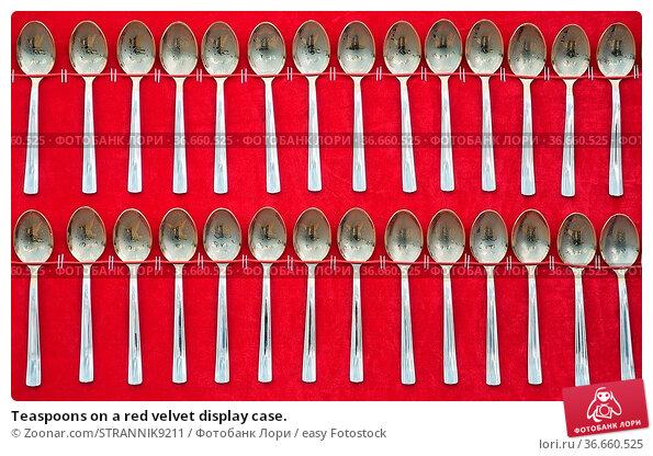 Teaspoons on a red velvet display case. Стоковое фото, фотограф Zoonar.com/STRANNIK9211 / easy Fotostock / Фотобанк Лори