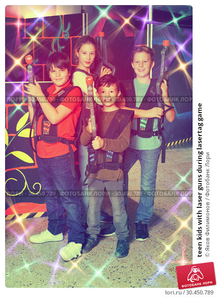 teen kids with laser guns during lasertag game. Стоковое фото, фотограф Яков Филимонов / Фотобанк Лори