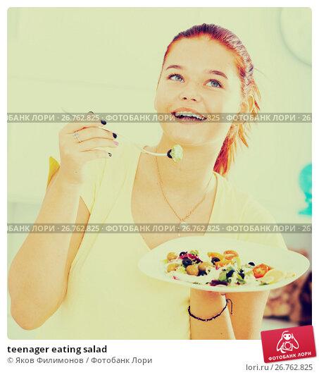 teenager eating salad, фото № 26762825, снято 26 сентября 2017 г. (c) Яков Филимонов / Фотобанк Лори