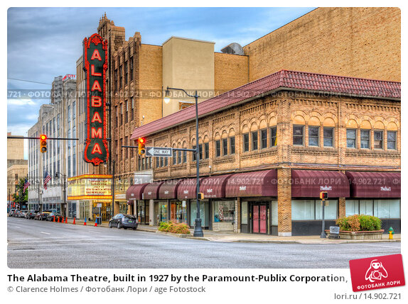 Купить «The Alabama Theatre, built in 1927 by the Paramount-Publix Corporation, was originally used to show silent movies. It is one of two theaters remaining in the theater district of Birmingham, Alabama.», фото № 14902721, снято 20 июня 2018 г. (c) age Fotostock / Фотобанк Лори