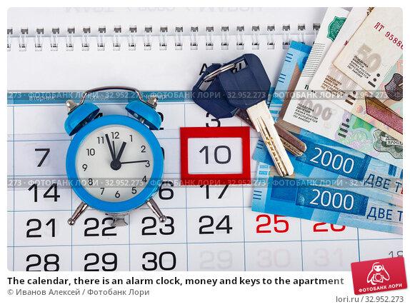 The calendar, there is an alarm clock, money and keys to the apartment. Стоковое фото, фотограф Иванов Алексей / Фотобанк Лори
