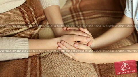 Купить «The child tenderly embraced my mother's hands.full hd video», видеоролик № 26035553, снято 20 апреля 2017 г. (c) Олег Башкир / Фотобанк Лори
