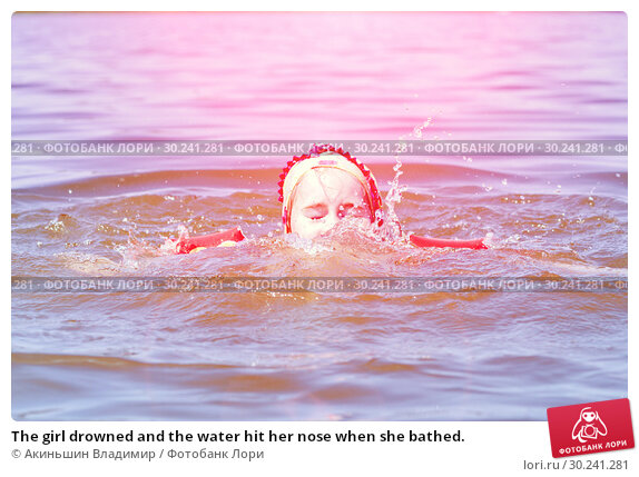 Купить «The girl drowned and the water hit her nose when she bathed.», фото № 30241281, снято 5 июля 2016 г. (c) Акиньшин Владимир / Фотобанк Лори
