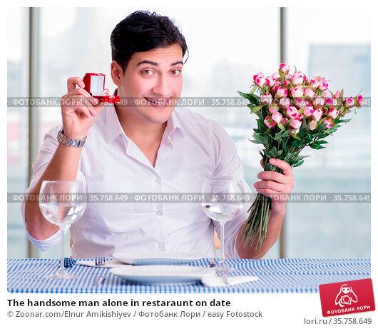 The handsome man alone in restaraunt on date. Стоковое фото, фотограф Zoonar.com/Elnur Amikishiyev / easy Fotostock / Фотобанк Лори