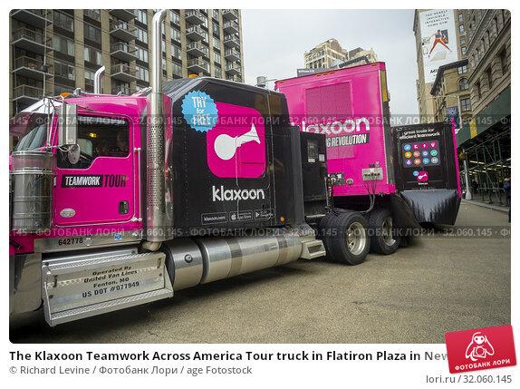 The Klaxoon Teamwork Across America Tour truck in Flatiron Plaza in New York on Monday, February 18, 2018. The hot-pink semi truck demonstrates how the... Редакционное фото, фотограф Richard Levine / age Fotostock / Фотобанк Лори