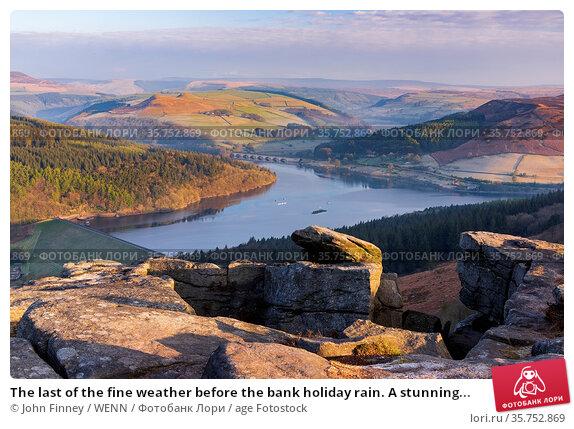 The last of the fine weather before the bank holiday rain. A stunning... Редакционное фото, фотограф John Finney / WENN / age Fotostock / Фотобанк Лори