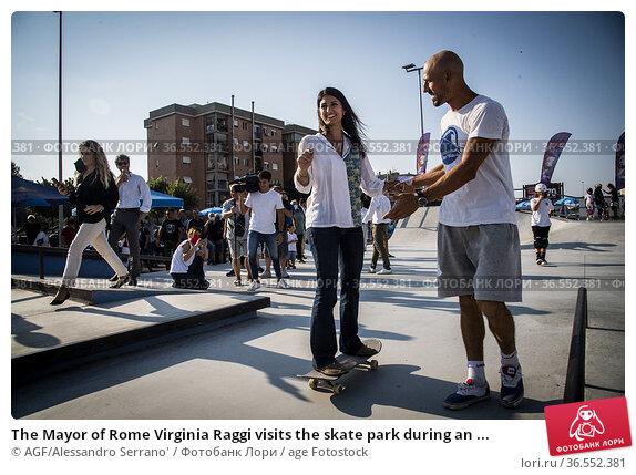 The Mayor of Rome Virginia Raggi visits the skate park during an ... Редакционное фото, фотограф AGF/Alessandro Serrano' / age Fotostock / Фотобанк Лори
